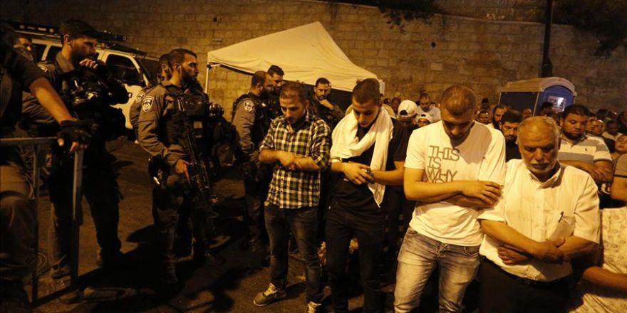 İsrail güvenlik güçleri Kudüs'te cemaate saldırdı