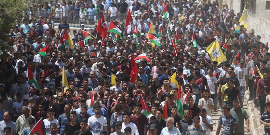 İsrail askerlerinin öldürdüğü Filistinlinin cenaze töreni