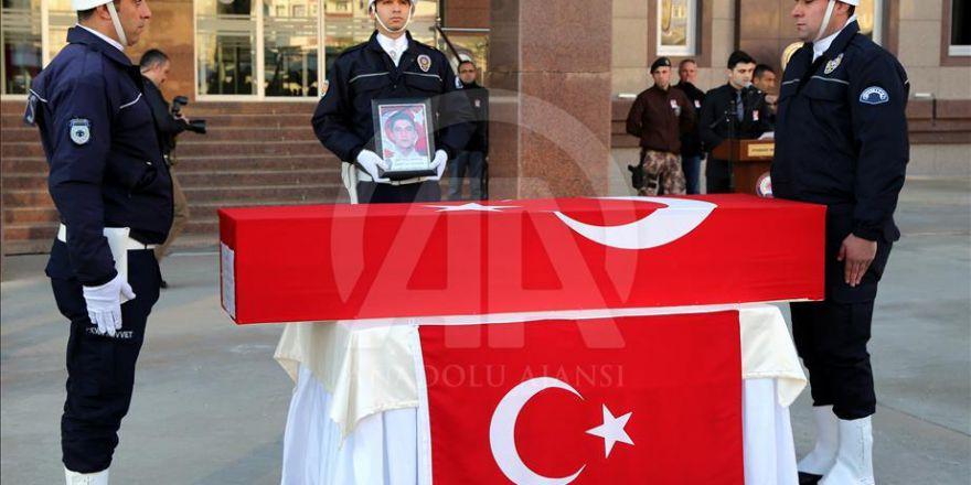 Diyarbakır'da şehit polis için tören