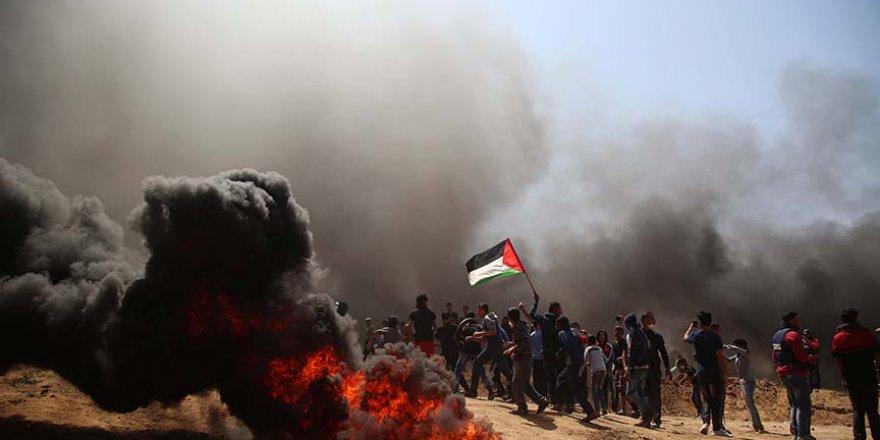 Gazze sınırından duman ve özgürlük sloganları yükseliyor
