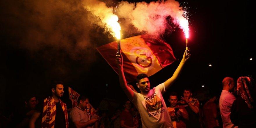 Adana'da Galatasaray'ın Şampiyonluğu Kutlanıyor