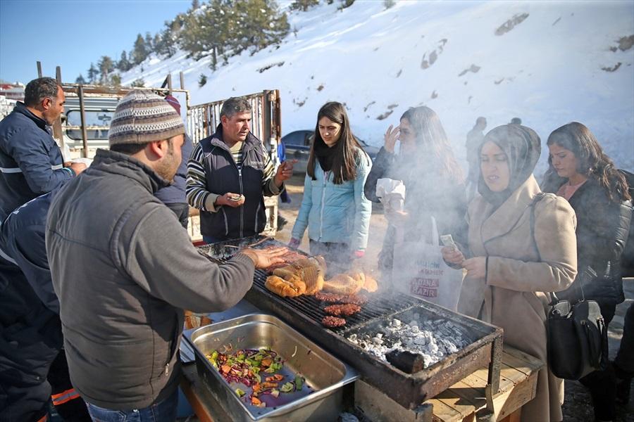Adana'da kar şenliğine yoğun katılım 1