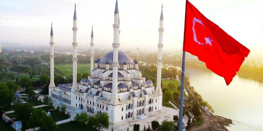 Sabancı Merkez Camisi'nde ilk teravih kılındı