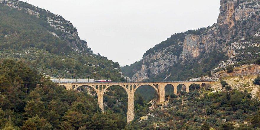 Tevfik Arıkan:Varda köprüsünde trenli fotoğraf çekmek için..
