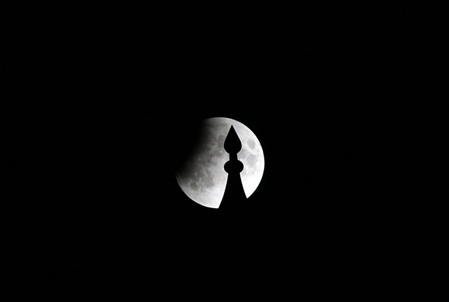Adana'da ''Parçalı Ay Tutulması'' 1