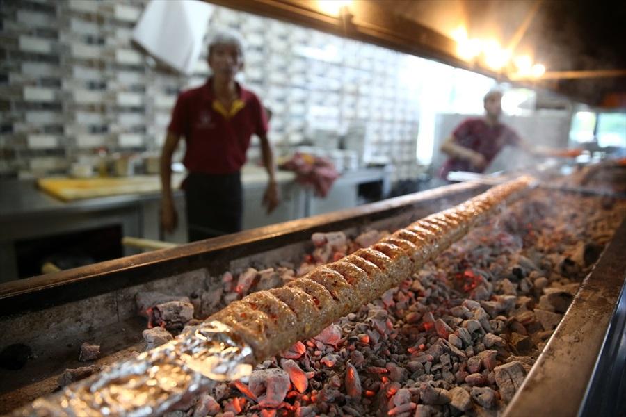 Ahşap şiş Adana kebabına lezzet kattı 1