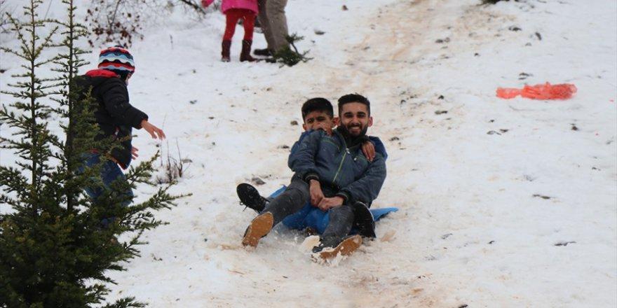 Adana ve Mersin'de vatandaşlar karın tadını çıkardı