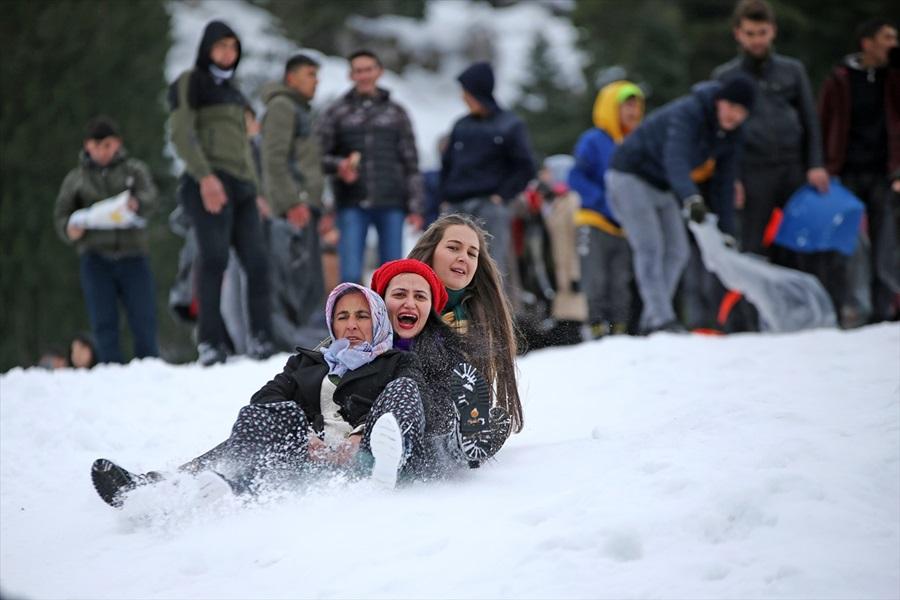 Adana'da 3. Kardan Adam Şenliği düzenlendi 1