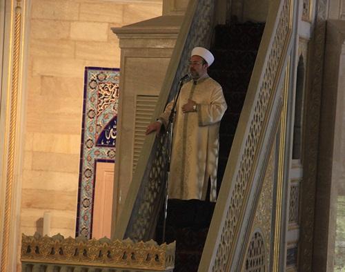 """""""Ramazan bize tutkularımızdan sıyrılarak özgür olmayı öğretir..."""""""