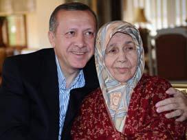 Başbakan Erdoğan, anne ve babasının kabrini ziyaret etti
