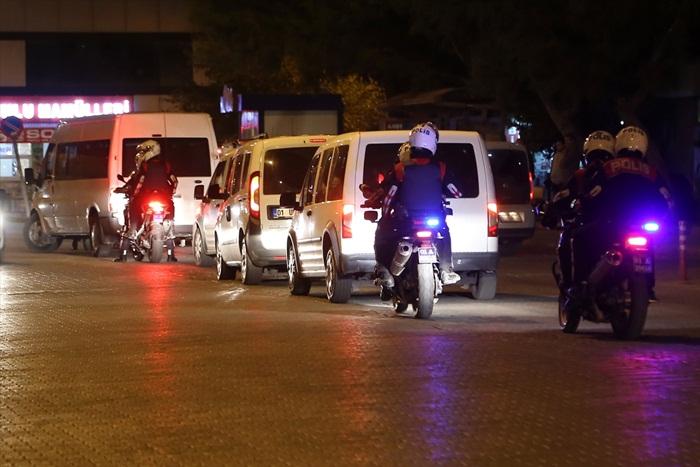 Adana'da 500 polisle aranan şahıslara operasyon: 15 kişi yakalandı