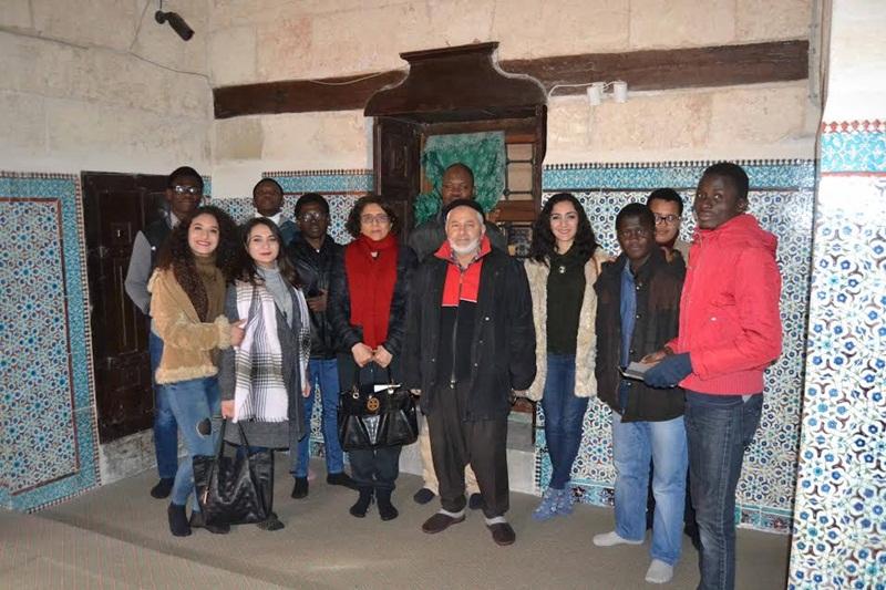 Adana Gençlik Merkezi, yabancı vatandaşlara şehri gezdirdi.