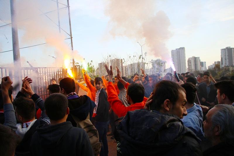Adanaspor taraftarlarına ceza