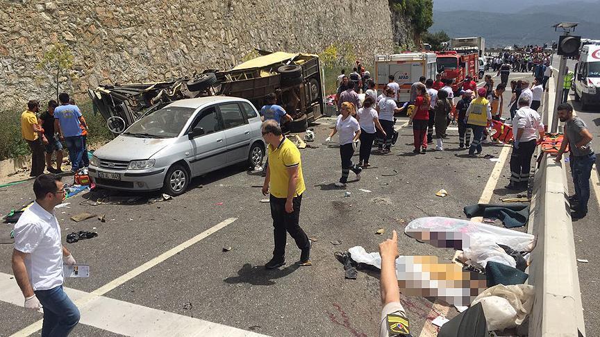 Muğla-Antalya kara yolunda midibüs uçuruma yuvarlandı: 24 ölü