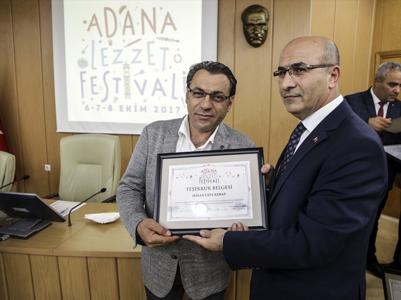 Adana Lezzet Festivali'ne katılan firmalara sertifika verildi
