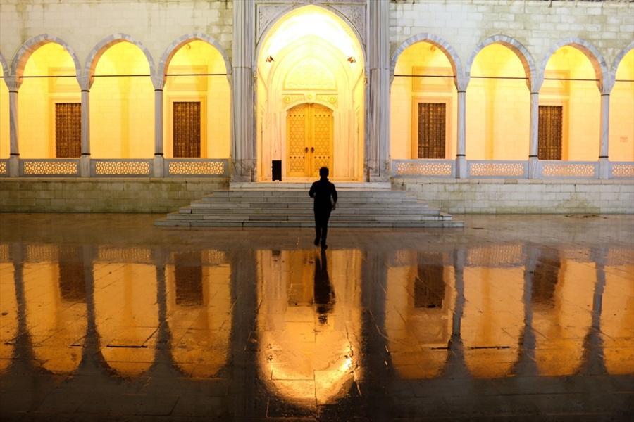 Adana'da Camiler ibadete hazırlandı