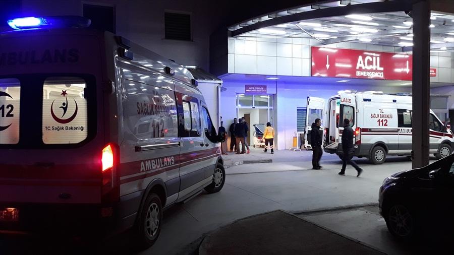 Adana'da motosiklet refüje çarptı: 2 ölü