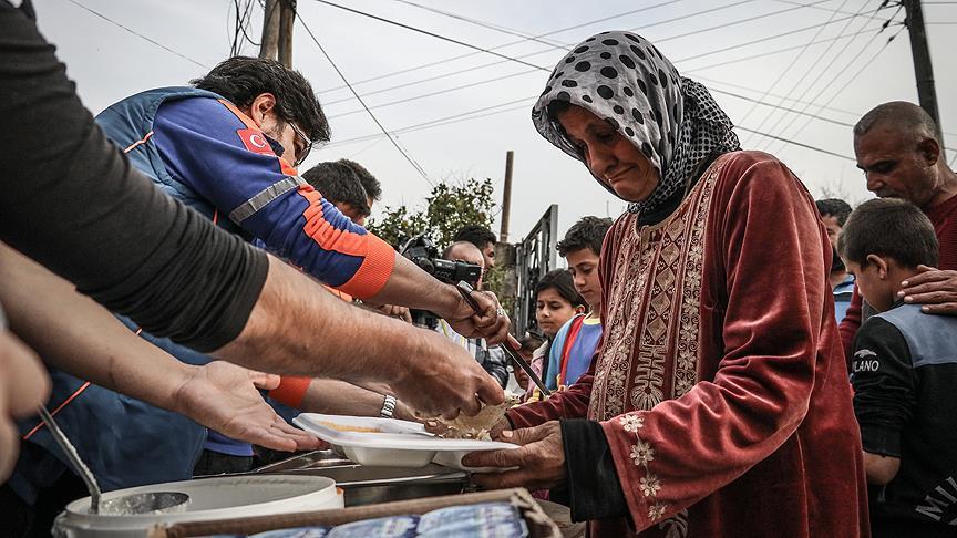 AFAD'dan Cinderes'in köylerinde sıcak yemek ikramı