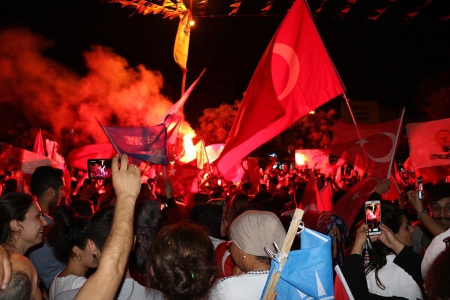 Adana'da Erdoğan'ın seçim başarısı kutlanıyor