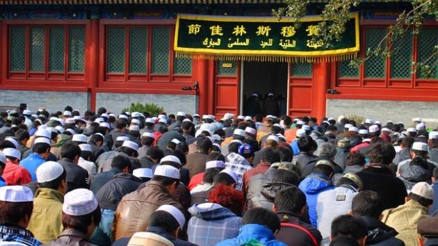 Çinli Müslümanlar cami yıkım kararını protesto etti