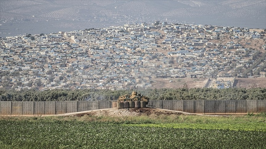 Suriye'de rejim mevzileri ateş altına alındı