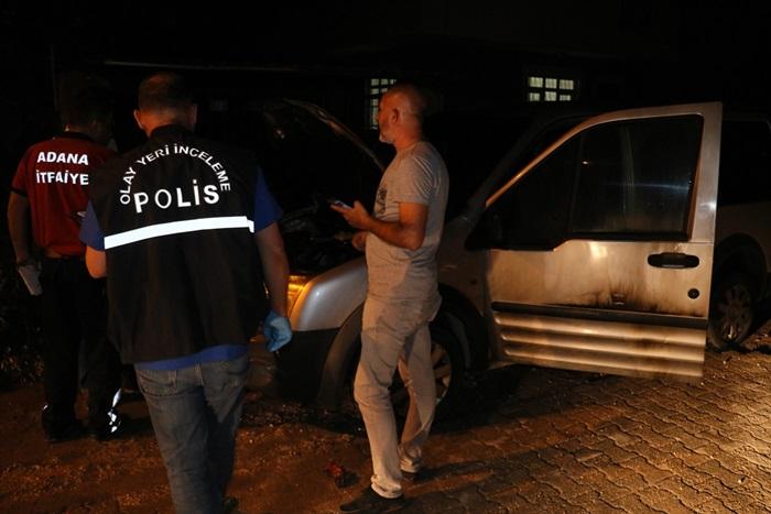 Adana'da hafif ticari araç kundaklandı