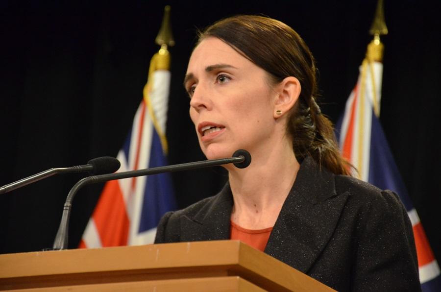 Yeni Zelanda Başbakanı Ardern Kovid-19 önlemlerine uymayanlara 'aptal' dedi