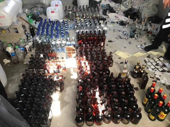 Adana'da bir evde 4 bin 255 litre sahte rakı ele geçirildi