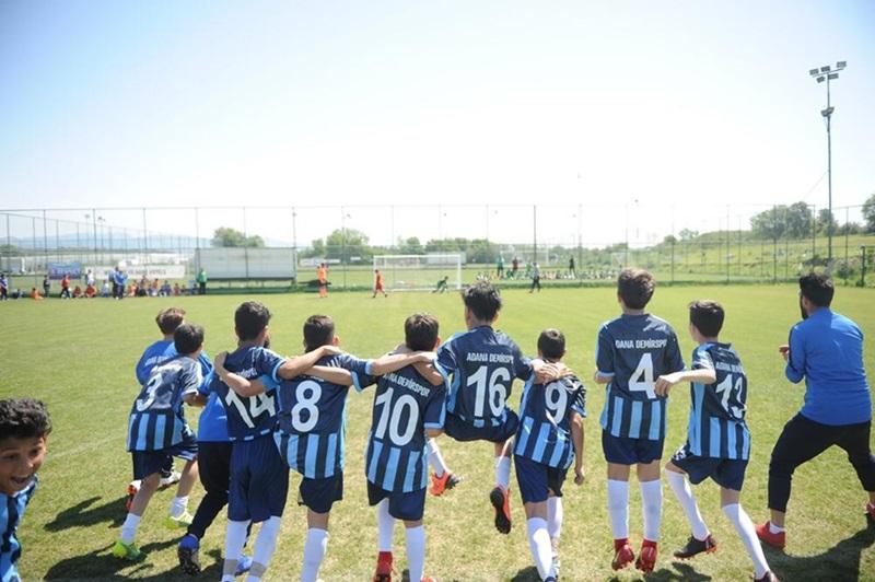 Adana Demirspor Futbol Okulu yeni yetenekler arıyor