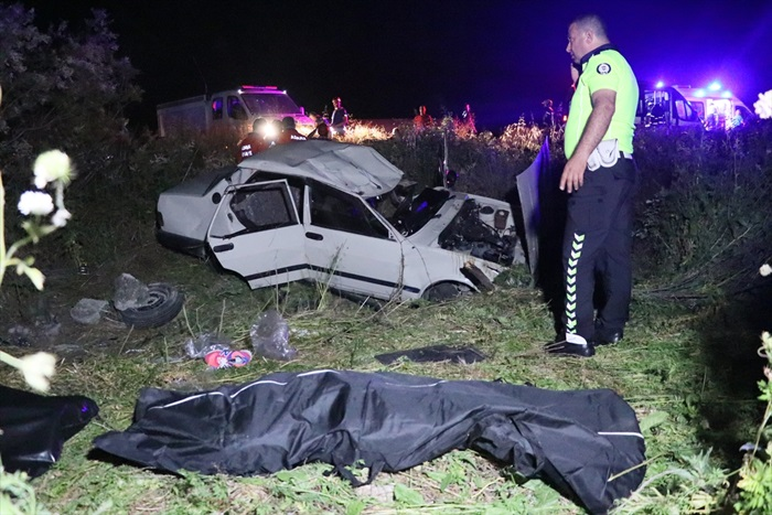 Adana'da otomobil şarampole yuvarlandı: 2 ölü, 2 yaralı