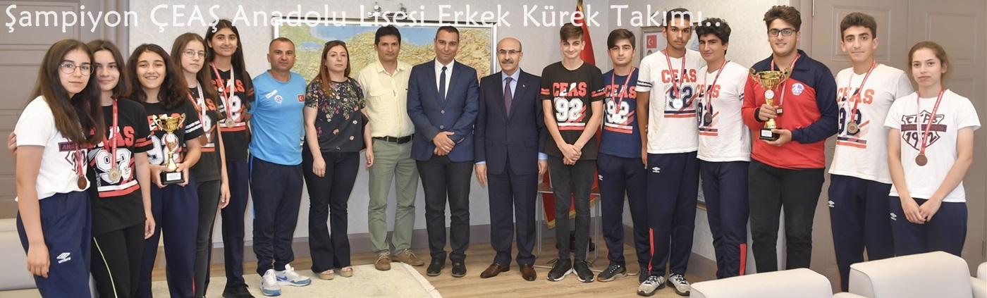 Şampiyon ÇEAŞ Anadolu Lisesi Kürek Takımından Vali Demirtaş'a Ziyaret