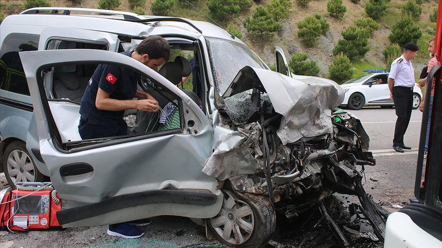 Bayram tatilindeki trafik kazalarında 50 kişi hayatını kaybetti