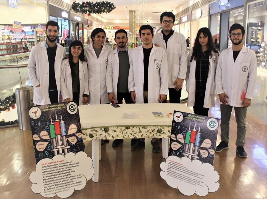 ÇÜ Eczacılık Fakültesi Öğrencilerine Poster Birincilik Ödülü