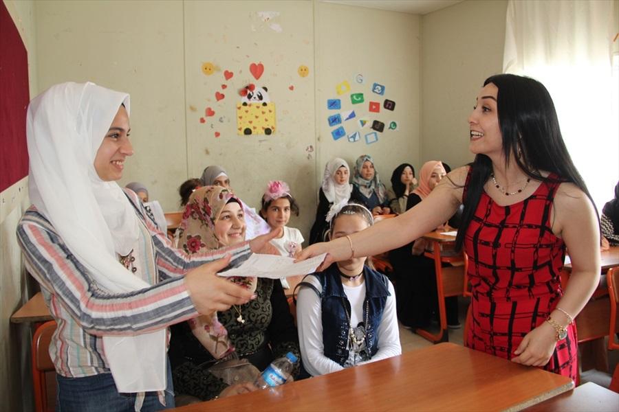 Çukurova'da Okullarda karne heyecanı..