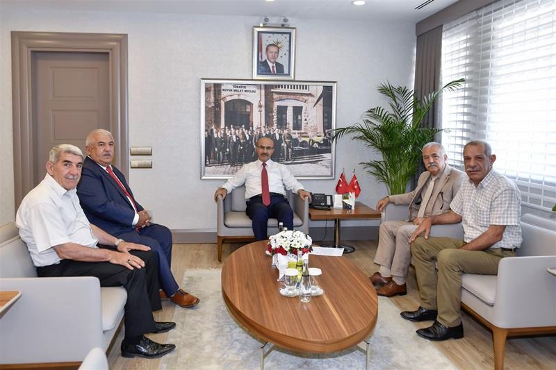 Esnaf Ve Sanatkârlar Odası Başkanı İle Semt Pazarcılar Esnaf Odası Başkanı Vali Demirtaş'ı Ziyaret Etti