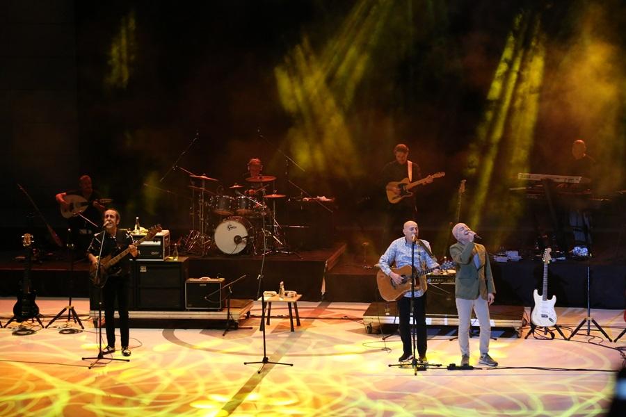 Mezuniyet sevinci MFÖ konseriyle doyasıya kutlandı