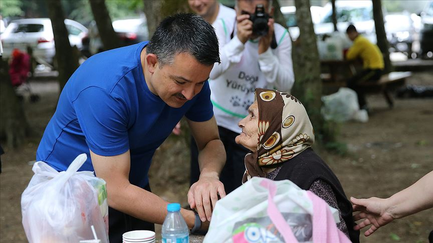 Bakan Pakdemirli Belgrad Ormanı'nda vatandaşlarla buluştu