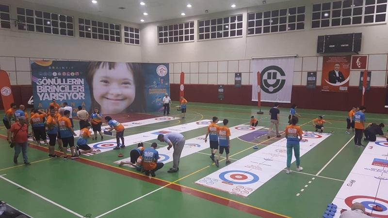 Adana'da 'Gönüllerin Birincileri Floor Curling' Yarışması Yapıldı