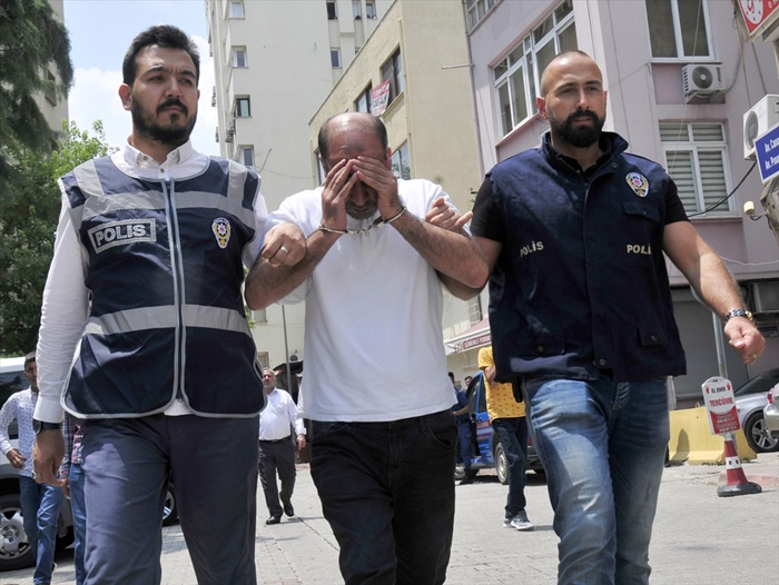 Adana'da Polisin şüphelendiği kişinin 40 suçtan arandığı ortaya çıktı