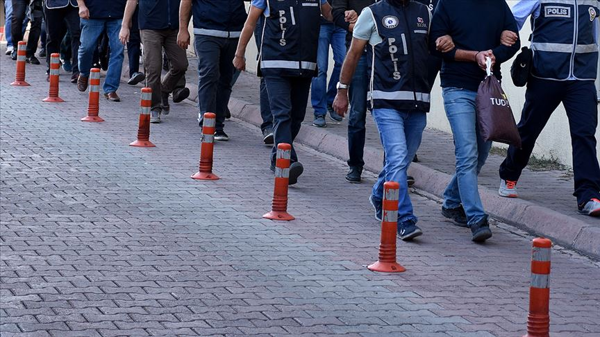 Adana'da tefecilik ve yağma operasyonunda 8 şüpheli tutuklandı