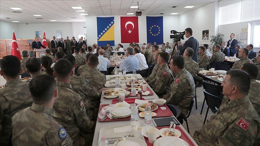 Erdoğan Butmir'deki Türk askerlerini ziyaret etti