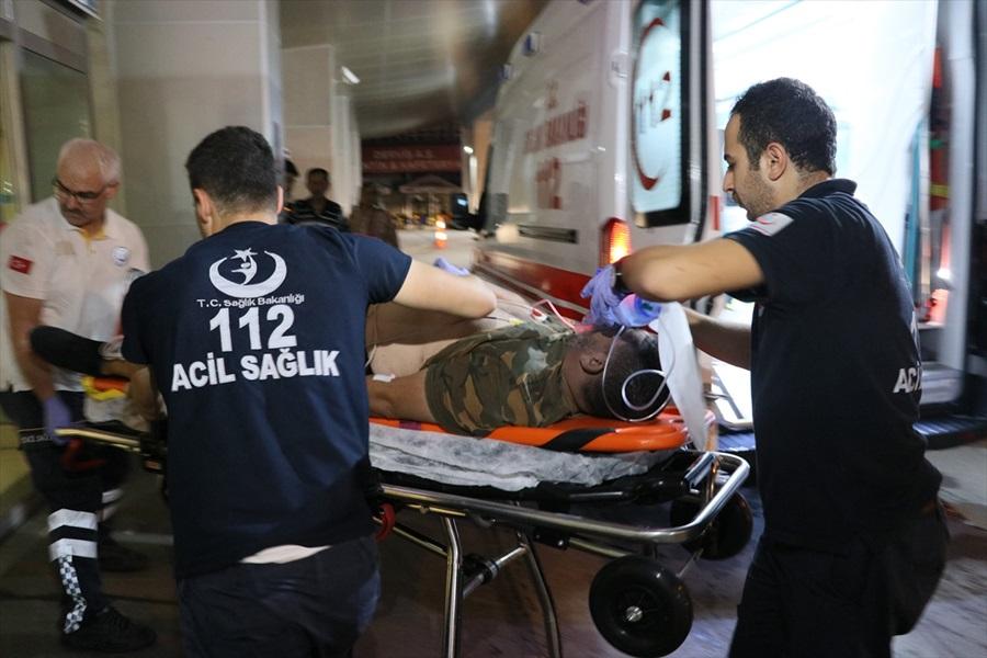 Adana'da inşaat iskelesinden düşen 3 işçi yaralandı