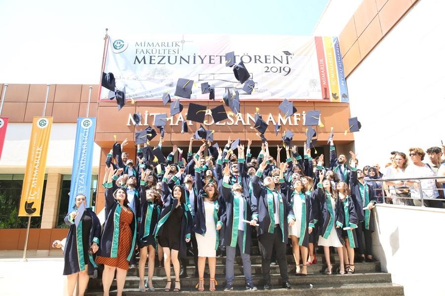 Çukurova Üniversitesi Mimarlık Fakültesi İlk Mezunlarını Uğurladı