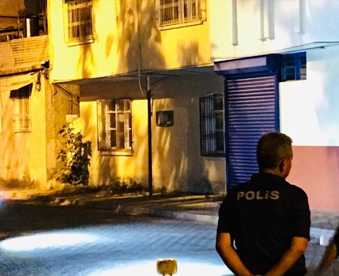 Adana'da polisle sürücüler arasında hatalı park arbedesi yaşandı