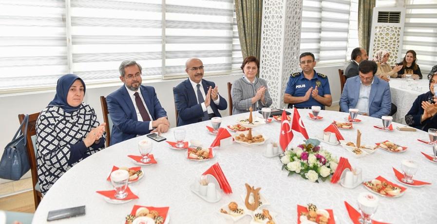 """""""Gazi Mecliste O Gece"""" Konulu Toplantı, Vali Demirtaş'ın Katılımıyla Gerçekleştirildi"""
