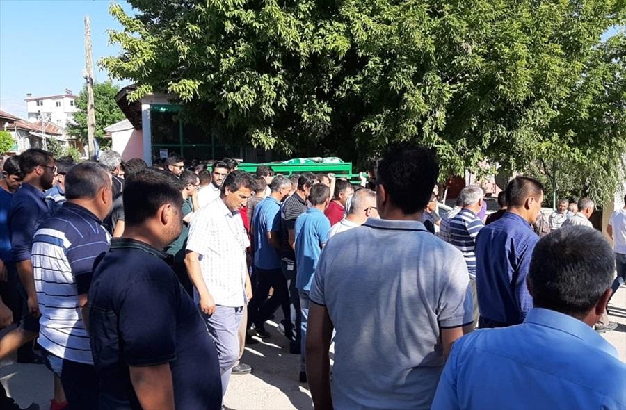 Adana'da silahlı kavgada ölen çocuğun cenazesi defnedildi