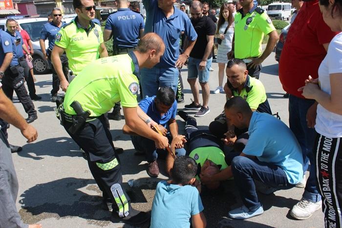 Otomobille çarpışan motosikletli polis yaralandı
