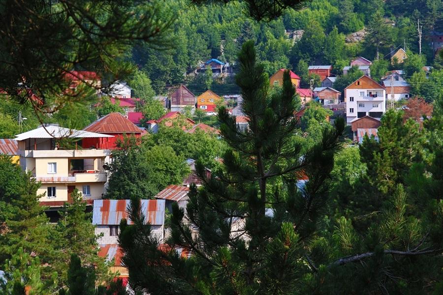 Çukurova'da sıcaktan bunalanlar Zorkun Yaylası'nda serinliyor