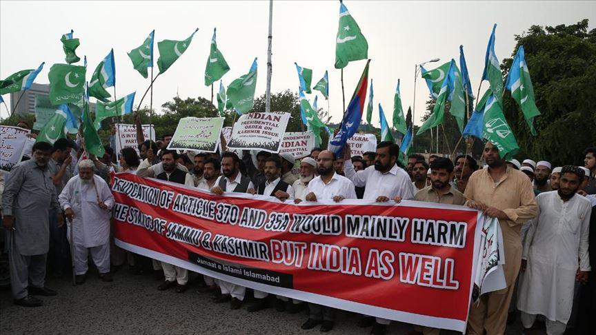 Pakistan Hindistan ile ticari ilişkilerini resmen askıya aldı