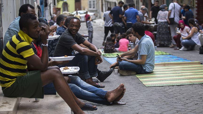 İstanbul'un 'Çukur'unda beynelmilel bayram buluşması